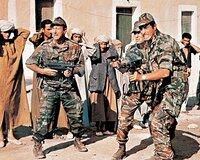Ein während des Algerienkrieges gefangen genommener Offizier bekommt das Kommando über ein Fallschirmjägerregiment. Dabei muss er sich seinem besten Freund stellen, dessen Schwester er liebt.