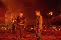 Nachdem Mallory (Robert Shaw) und Miller (Edward Fox) ihren Auftrag, die Kanonen von Navarone zum Schweigen zu bringen, mit Bravour erfüllt haben, wartet schon die nächste fast unmögliche Aufgabe auf sie: Diesmal verschlägt es die Beiden nach Jugoslawien, wo sie sich Kommando 10 anschließen, einer zähen amerikanischen Elitetruppe unter der Führung von Oberstleutnant Barnsby (Harrison Ford).