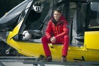 Bergretter und Hubschrauber-Pilot Michael Dörfler (Robert Lohr) ist bereit für den nächsten Einsatz. in Verbindung mit der Sendung bei Nennung ZDF/Thomas R. Schumann