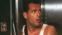 Der New Yorker Polizist John McClane (Bruce Willis) kämpft allein gegen Terroristen, die ein Hochhaus besetzt haben