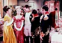 """Barbara Eden (Jeannie, 2.v.li.), Larry Hagman (Anthony """"Tony"""" Nelson, 3.v.li.)."""