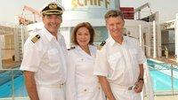 Kapitän Victor Burger (Sascha Hehn, l.) mit Beatrice (Heide Keller, M.) und Dr. Sander (Nick Wilder, r.) an Deck.