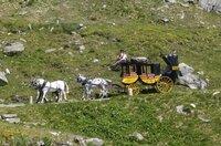 Im 19. Jahrhundert verbinden die Kutschen der Gotthardpost erstmals die Menschen im Norden und Süden mit täglichem Postverkehr.