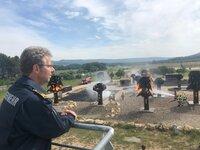 Christoph Lamers vom Institut der Feuerwehr in NRW beobachtet die Kollegen in Südfrankreich bei einer Ernstfall-Übung auf deren weltweit einzigartigem Testgelände in der Nähe von Marseille.