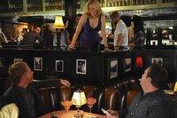 L-R: Mitchell (Jesse Tyler Ferguson), Sal (Elizabeth Banks), Cameron (Eric Stonestreet)