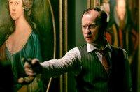 Mycroft (Mark Gatiss) muss Sherlock die Wahrheit über ihre Schwester Euras sagen.