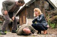 Ein harter Sturz: Hanna (Anette Frier) sorgt sich um ihren Mann Christian (Martin Brambach), Anton (Gabriel Raab) eilt zur Hilfe.