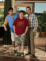 (7. Staffel) - Harte Männer: Charlie (Charlie Sheen, l.), Alan (Jon Cryer, r.) und Jake (August T. Jones, M.) ...