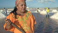 Luz Marina ist vom Volk der Wayuu - von ihren Eltern hat sie eine Saline geerbt.
