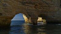 Über Jahrmillionen haben Wind und Wellen beeindruckende Felsformationen geschaffen. Die Algarveküste ist für ihre imposanten Felsformationen berühmt.