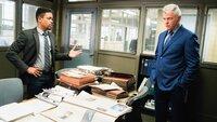Während Bell (Jon Michael Hill, l.) und Gregson (Aidan Quinn, r.) mit den Untersuchungen an einem Clown-Mord beschäftigt sind, wird Bell von dem Ex-Mann seiner neuen Flamme heimgesucht ...
