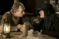 Brandner Kaspar (Franz Xaver Kroetz) will dem Boandlkramer (Michael Herbig) beim Kartenspielen weitere Lebensjahre abringen. Wird im das gelingen?