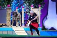 Sissy mit ihrem Riesenschnauzer _Lola_ in Runde 1.