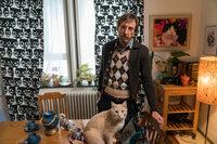 Ein Drogendealer wird tot aufgefunden - zerstückelt und zu einer neuen Form arrangiert. Was hat der Katzenfreund Zoran König (Hendrik von Bültzingslöwen) damit zu tun?