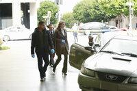 Kevin (Seamus Dever, M.) und Javier (Jon Huertas, l.) begleiten Kate (Stana Katic, r.) zu ihrem nächsten Fall ...