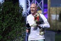 """Thom mit seinem Yorkshire Terrier """"Einstein"""" in Runde 1."""