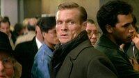 Unter der Leitung von Colonel Stuart (William Sadler) übernimmt eine Gruppe Terroristen die Kontrolle über den Flughafen..