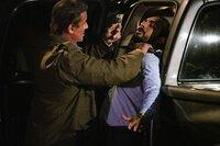 John Rambo (Sylvester Stallone, l.) und El Flaco (Pascacio López)  Die Verwendung des sendungsbezogenen Materials ist nur mit dem Hinweis und Verlinkung auf TVNOW gestattet.