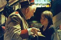 Als der elfjährige Danny Madigan (Austin O`Brien, r.) eine magische Eintrittskarte für einen Action-Film erhält, kann er es erst gar nicht glauben: Das Kinoticket katapultiert ihn mitten in den Film hinein und der Kinobesuch entwickelt sich schnell zu einem gefährlichen Abenteuer ...