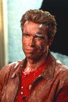 Jack Slater (Arnold Schwarzenegger) ist ein Leinwand Held. In seinen Filmen macht er den Verbrechern das Leben zur Hölle. Doch durch eine magische Eintrittskarte tritt einer von Slaters größten Film-Gegner in die reale Welt ein. Zusammen mit seinem größten Fan, dem elfjährigen Danny, muss sich Jack Slater nun auch in der echten Welt beweisen ...