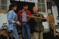 "(v.l.n.r.) Susan (Juli Fields); Daniel (Ralph Macchio); Miyagi (Noriyuki ""Pat"" Morita)"