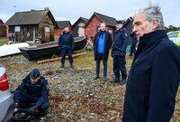 Flashback: Kommissar Robert (Walter Sittler, r.) untersuchte mit seinem Team einen Suizid. Hat Polizist Sigge (Matti Boustedt, 2.v.l.) doch recht, und es handelte es sich um einen Mord?