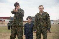 Nick Robinson (Ben Parish), Zackary Arthur (Sam Sullivan), Chloë Grace Moretz (Cassie Sullivan).
