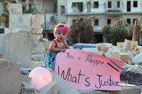 """Sama im bombardierten Ost-Teil Aleppos im September 2016: Das Schild ist eine Anspielung auf die Unwissenheit des US-Präsidentschaftskandidaten Gary Johnson, der in einem Interview nachfragen musste: """"What's Aleppo?""""."""