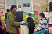 Luke (Scott Patterson, l.) kann es nicht fassen: Er hat tatsächlich eine Tochter (Vanessa Marano, r.) ...