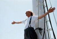 Ottos (Otto Waalkes) Traum besteht darin, einen Luxusdampfer von Hamburg nach New York zu fahren.