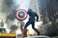 Captain America (Chris Evans) und seine Mitstreiter versuchen in New York den Angriff der Chitauri abzuwehren...