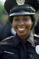 Kadettin Laverne Hooks (Marion Ramsey) und ihre Kollegen machen es ihren Ausbildern auf der Police Academy nicht immer leicht ...
