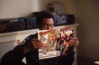 So macht Schule Spaß: Kadett Larvell Jones (Michael Winslow) liest lieber ein Comic-Heft als für die Police Academy zu büffeln ...