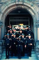 Die Neuankömmlinge der Police Academy in Reih und Glied ...