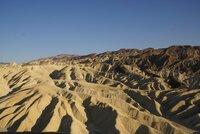 Als Teil einer Reihe von Bergketten, die sich aufgrund von Plattenverschiebungen stets in Bewegung befinden, wird das Death Valley immer weiter auseinandergezogen.
