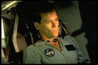 Jack Swigert (Kevin Bacon) ist für Ken Mattingly eingesprungen und der einzige Junggeselle an Bord.