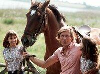 Alexander (Horst Janson) mit seinen Zwillingen Billy (Birgit Westhausen, l.) und Bobby (Bettina Westhausen).