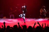Rami Malek (Freddie Mercury).
