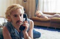 Anne Parèze (Vanessa Paradis) schläft gerade, als Archibald Longevin (Nicolas Maury) am Telefon erfährt, dass Karl, ein Schauspieler in Annes Filmen, auf grausame Weise ermordet wurde.