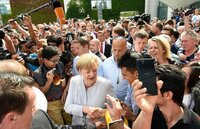 Millionen junge Deutsche kennen nur eine Kanzlerin: Angela Merkel. In ihre Amtszeit fällt das Fußball-Sommermärchen, die Flüchtlingskrise und der Kampf gegen das Coronavirus.