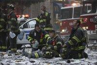Nachdem der Flug American Airlines 11 um 8:46 Uhr in den Nordturm des World Trade Center geflogen ist, beginnt für die Retter ein gnadenloser Wettlauf auf Leben und Tod. Nichtahnend, dass ein zweites Flugzeug bereits Kurs auf den Südturm genommen hat ...
