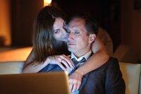 Auch nach vielen Ehejahren sind die Gefühle von Frank (Benno Fürmann) und Veronika (Ulrike C. Tscharre) noch stark.