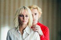 Anne Parèze (Vanessa Paradis) und ihr Freund und Assistent Archibald (Nicolas Maury), der stets an ihrer Seite ist.