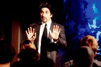 Geschickt agiert CIA-Agent Walter Burke (Al Pacino) als Puppenspieler und Drahtzieher, der seine Schäfchen dahin bringt, wo er sie haben möchte ...
