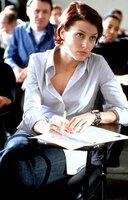 """Als er scheinbar entführt wird, verrät James dummerweise aus Liebe zu Layla (Bridget Moynahan) den Namen seines Ausbilders. Vergessen sind dessen Worte """"Alles ist nur ein Test"""" ..."""