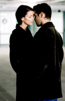 Schon bald verliebt sich James (Colin Farrell, r.) in seine härteste Konkurrentin Layla (Bridget Moynahan, l.). Doch ist die junge Frau eine Ostspionin?