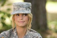 Das verwöhnte Hollywoodsternchen Megan Valentine (Jessica Simpson) will sein Leben grundlegend ändern. Ein Ausbildungsprogramm bei der U.S. Army soll dabei helfen ...