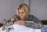 Völlig erschöpft und überfordert muss Hollywoodstar Megan Valentine (Jessica Simpson) feststellen, dass alle unter ihren mangelnden militärischen Eigenschaften leiden müssen ...