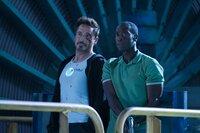 Wenn es gefährlich wird, kann sich Tony (Robert Downey Jr., l.) immer auf seinen Freund James 'Rhodey' Rhodes (Don Cheadle, r.) verlassen ...