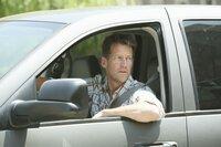 Während Bree und Gabrielle versuchen herauszufinden, ob Chuck irgendetwas von ihrem Geheimnis ahnt, wird Mike (James Denton) misstrauisch, da Susan und Carlos ungewöhnlich viel Zeit miteinander verbringen ...